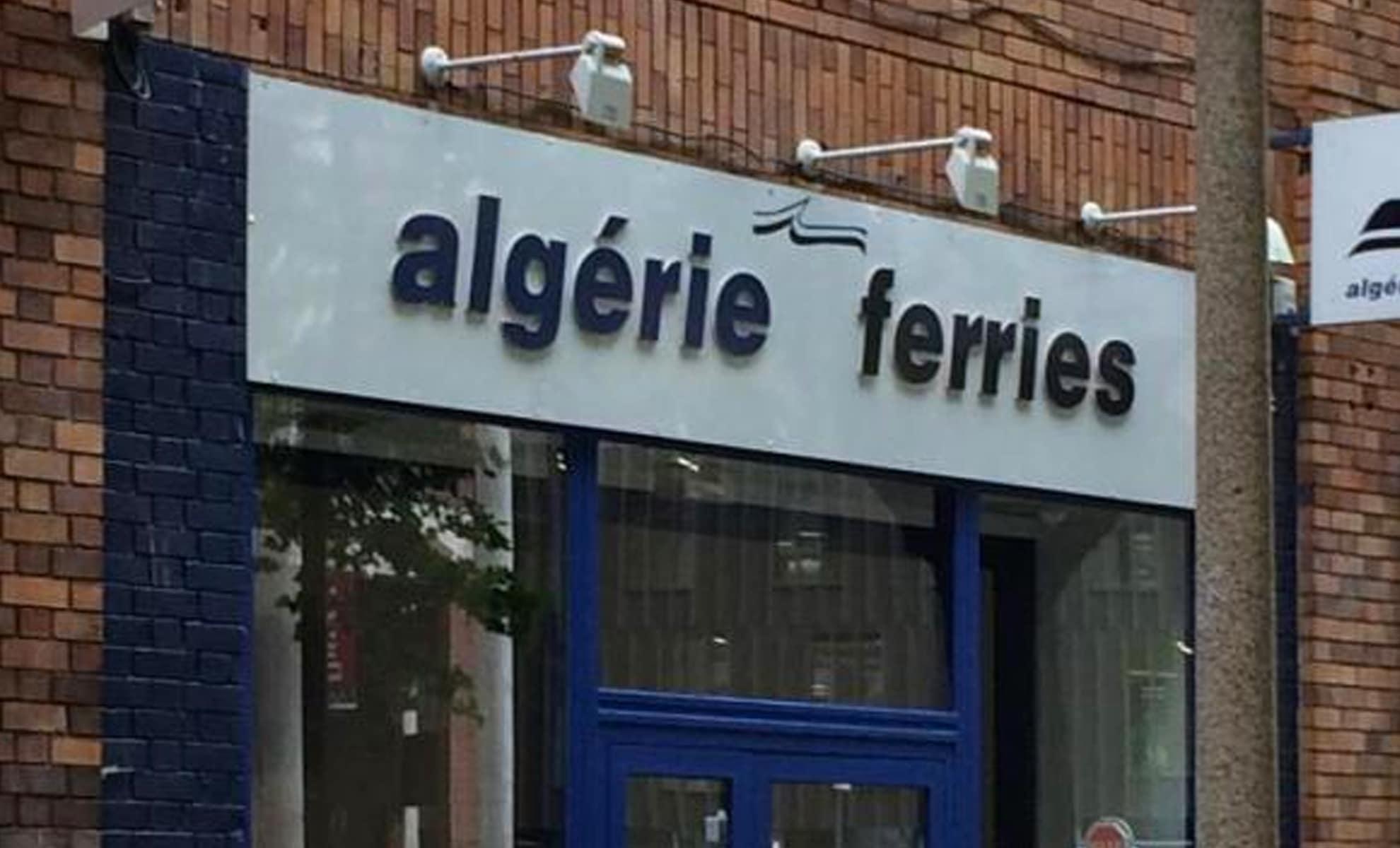 Une grande foule devant les agences d'Algérie Ferries en France